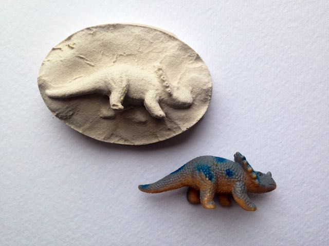 Dinosaur fossils play get your prehistoric craft on with this cool