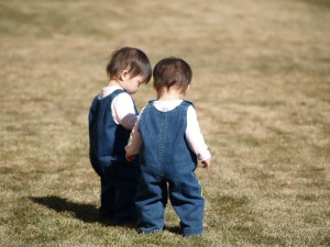 dress-twins-the-same