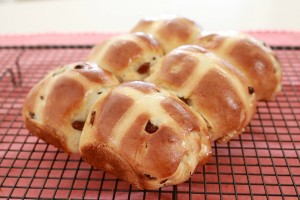 fresh hot cross buns