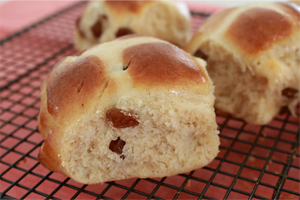 simple hot cross bun recipe