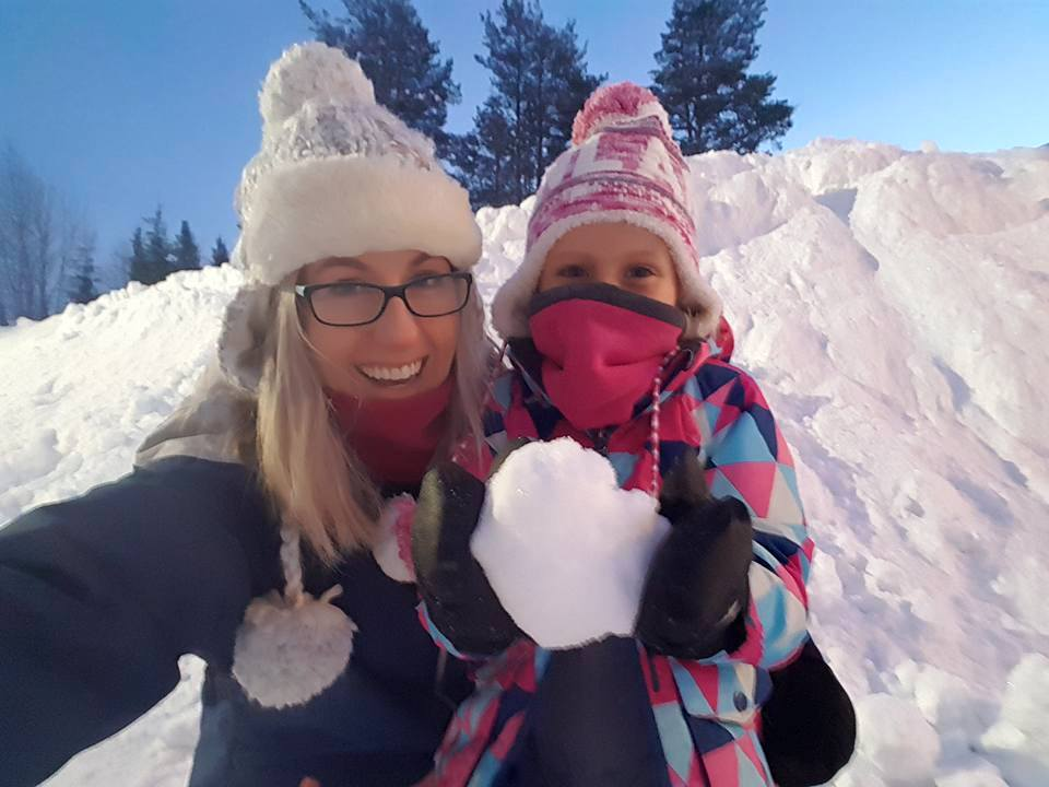 Lapland Christmas - Snowballs with mum