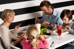 eating out with kids on mothers day